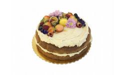 Orechovo-gaštanová torta s lesným ovocím